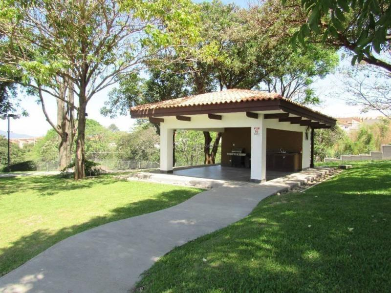 Casa en Venta en Heredia, Ulloa, Heredia